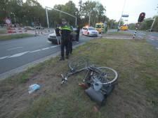 Fietsster gewond aan been bij aanrijding met auto op kruising in Eindhoven
