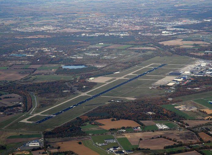 Eindhoven Airport vanuit de lucht gezien.