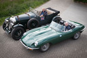 Wim Bijsterbosch laat zijn klassieke auto's opknappen door restaurateur René Arends (rechts), die 23 jaar bij hem in dienst is.