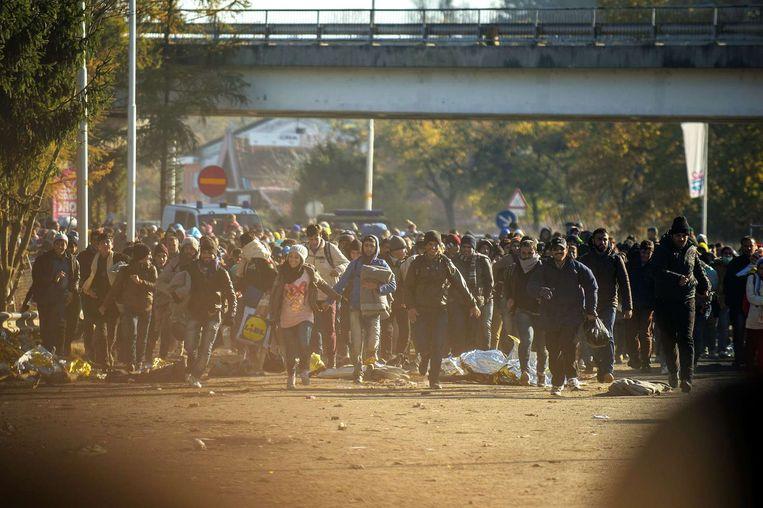 Vluchtelingen tijdens hun tocht naar Duitsland. Beeld afp