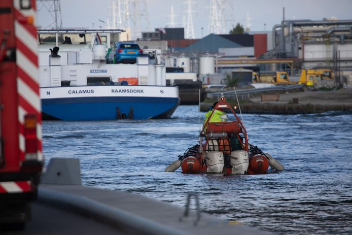 Steve Bakelmans, in 2017 veroordeeld wegens verkrachting, heeft de moord op studente Julie Van Espen (23) bekend.  De politie zocht maandag met een sonarboot op  het Albertkanaal.