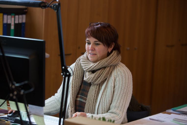 Het personeel van het gemeentehuis in Herk-De-Stad deed mee aan Dikke truiendag.