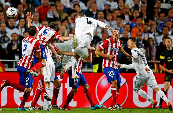 Sergio Ramos kopt in de 94ste minuut raak en sleept er nog een verlenging uit in Lissabon.