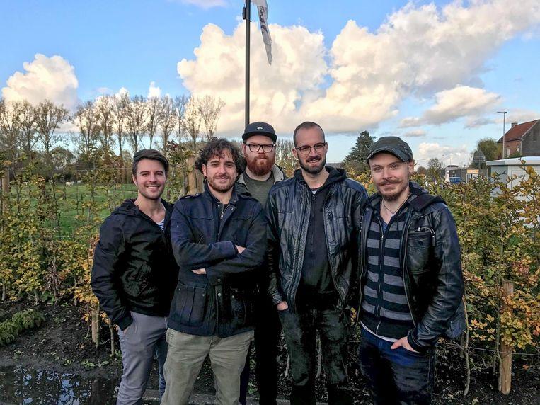 De muziekband 'Ampersand' uit Oudenaarde met comedian en televisiemaker Jelle De Beule (tweede links).