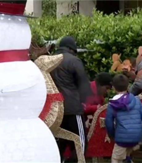 Elle installe ses décorations de Noël dès le 1er novembre et fâche ses voisins