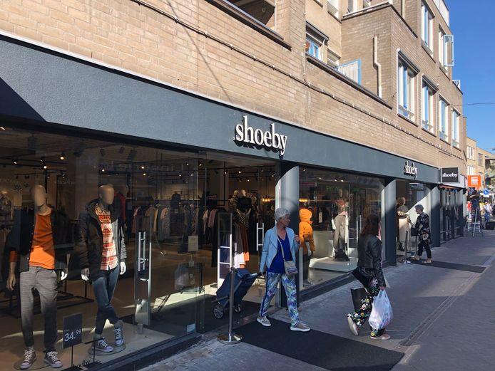 Shoeby opende vrijdag een grote zaak aan de Sacramentsweg in Uden.