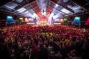 'Vrienden van Boeskool Live', het grote jubileumfeest van de 66-jarige Kadolstermennekes, trok zaterdagavond bijna 3.000 bezoekers naar de feesttent op de Ganzenmarkt.