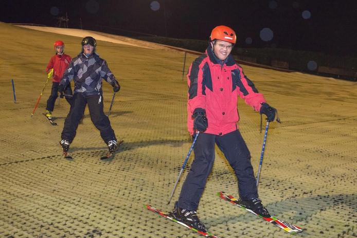 G-sporters trainen voor de Special Olympics op de Osse skibaan.