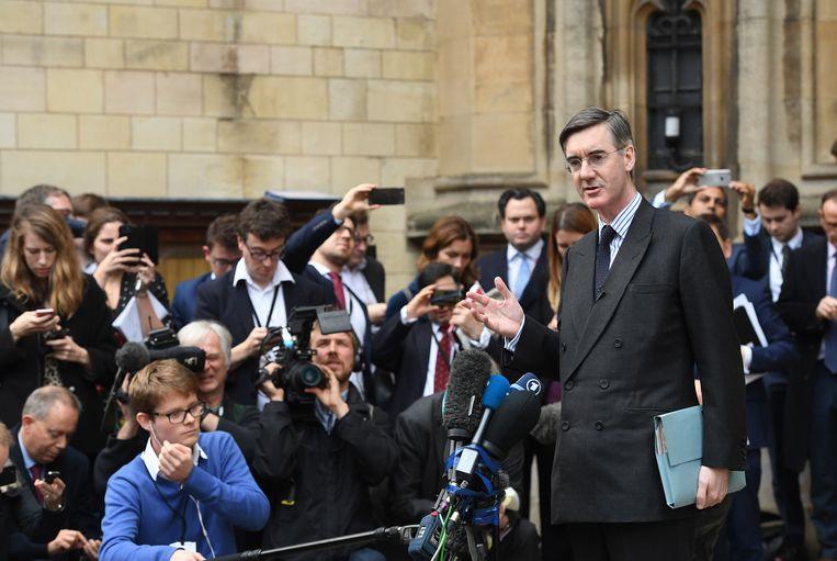 Jacob Rees-Mogg wil Theresa May de laan uitsturen.