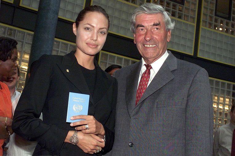 Lubbers als Hoge Commissaris voor de Vluchtelingen met actrice Angelina Jolie Beeld ANP