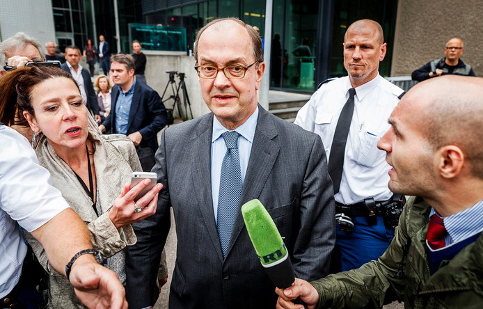 Archiefbeeld: Joris Demmink verlaat de rechtbank na afloop van de Rolodex-zaak, die draait om mogelijk kindermisbruik door hooggeplaatste personen.