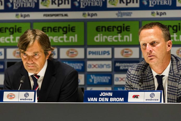 Phillip Cocu naast AZ trainer/coach John van den Brom bij de persconferentie.