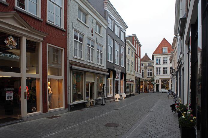 Winkeliers in Bergen op Zoom moeten nog steeds ontheffing aanvragen als ze op zondag langer open willen zijn.