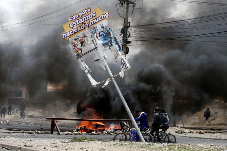 Brandende barricades in El Alto, Bolivia.