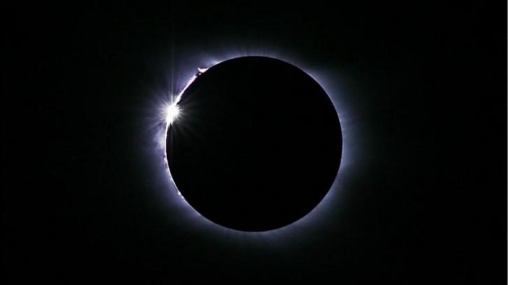 Zo zag de historische totale zonsverduistering eruit