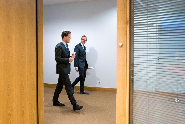 Premier Mark Rutte en minister Hugo de Jonge van Volksgezondheid na afloop van de persconferentie over corona. Beeld Freek van den Bergh / de Volkskrant