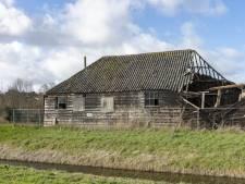 Brandbrief dorpsraad Scharendijke aan gemeente: Stop met 'toneelspel' over Napoleonschuur en neem reddingsplan serieus