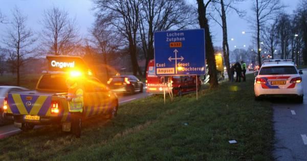 Verkeer op N332 tussen Holten en Lochem staat vast na ongeluk.