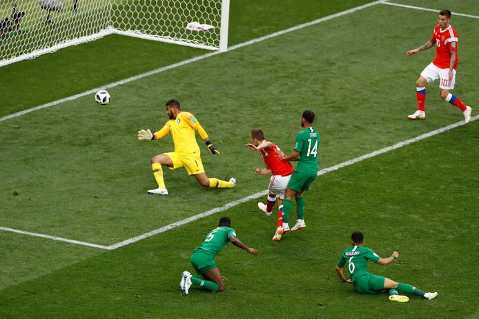 Denis Cheryshev maakt de 2-0.
