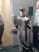 Een trotse De Vries met zijn trofee.