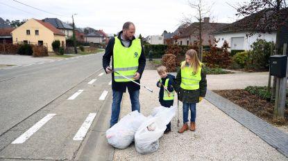 Theo Francken (N-VA) samen met zijn kinderen op milieupad