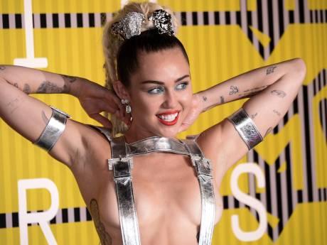 Miley Cyrus: Disney-sterretje, drugsgebruikende naaktloper, popster en... metalzangeres!