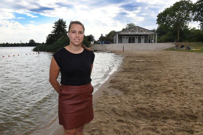 Vivian Baltussen opent in augustus haar eigen strandpaviljoen aan de Heeswijkse Plas in Cuijk.