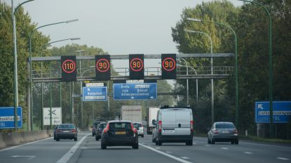 """Touring: """"Dynamische snelheidsborden komen niet overeen met toestand op weg"""""""