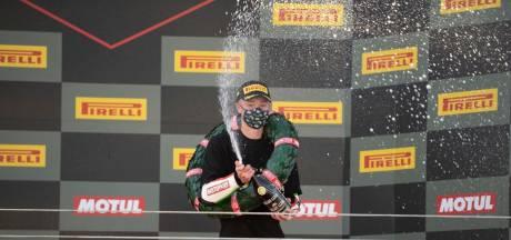 Motorcoureur Jeffrey Buis verovert wereldtitel in Supersport 300-klasse: 'Ongelofelijk dat dit is gelukt'
