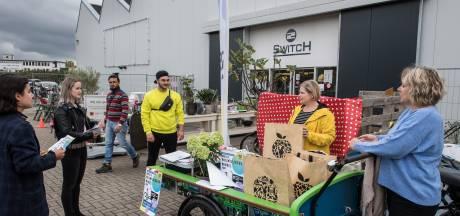 Juist nu hard nodig: vrijwilligers zoeken met de mobiele vrijwilligerswinkel Tiel