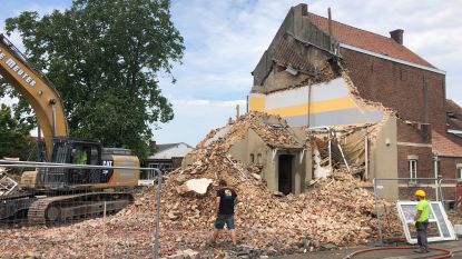 """Afbraak basisschool Harten Troef gestart, eerste gebouwen dateren al van 1900: """"Eerst 15 jaar op de wachtlijst gestaan"""""""