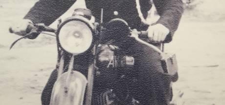 Opa Rien (95) op de motor door Best