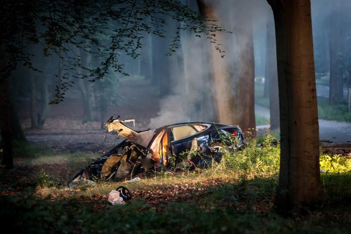 Twee jaar geleden zat de brandweer nog met de handen in het haar toen een Tesla in Baarn in brand vloog.