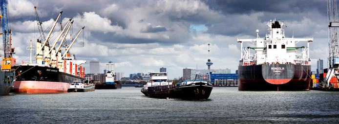 De Rotterdamse haven. Scheepvaart is een van de vervuilendste industrieën ter wereld.