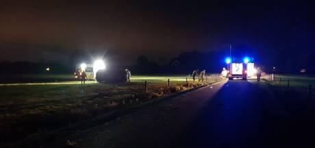 Auto belandt in weiland na aanrijding in Hengelo,  bestuurder gewond