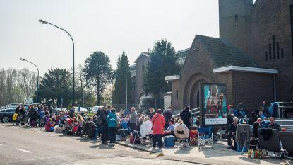 Ouders lossen kampeerprobleem aan Sint-Rita in Kontich zélf op met simpel maar doeltreffend systeem