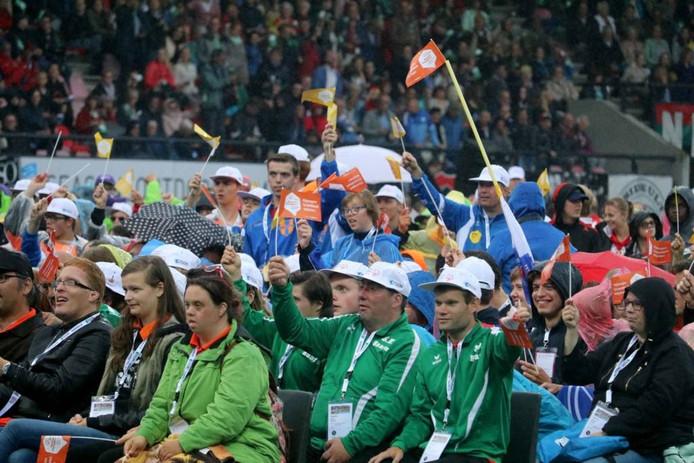 Feestelijke stemming bij de opening van de Special Olympics.