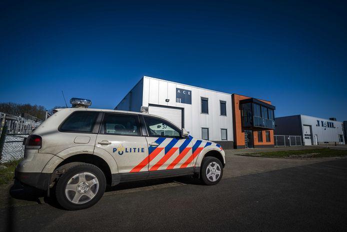 Ace Pharmaceuticals uit Zeewolde wordt bewaakt door de politie.