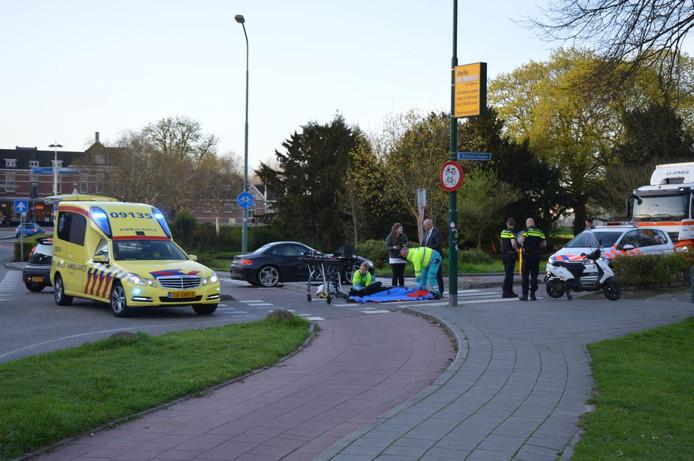 Ongeluk Stationsweg Woerden. Scooterrijder raakt gewond.