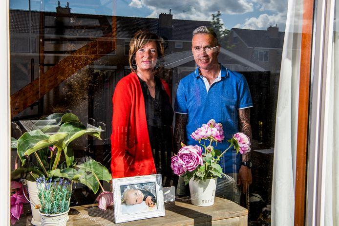 Serie Geraakt door corona; Ellen van Pelt met haar man Jaap van Pelt. Foto: Frank de Roo