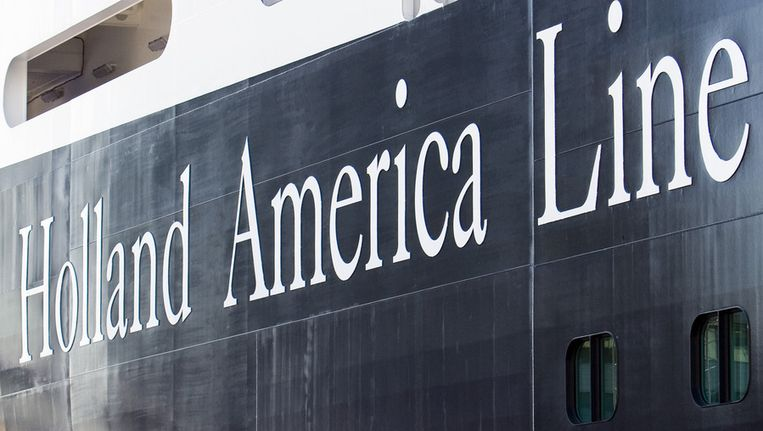 Logo van de Holland America Line op een van zijn cruiseschepen. Beeld ANP