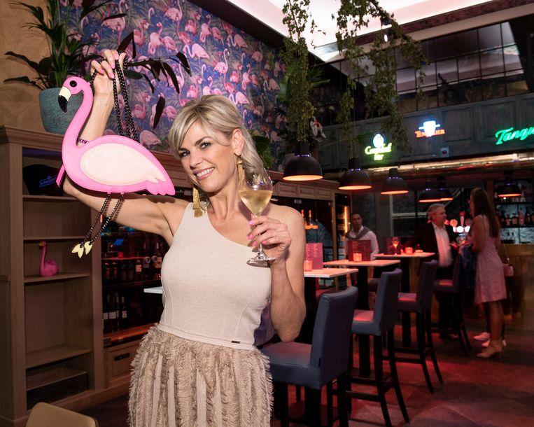 Tanja Dexters bij de opening van de Flamingo Bar