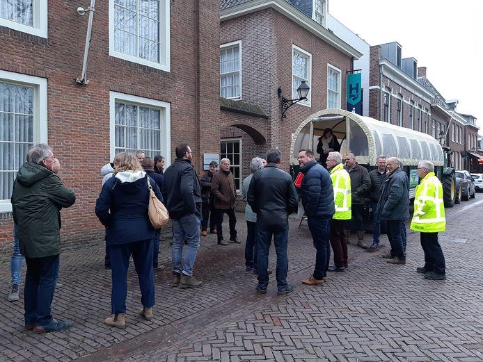 De huifkartocht startte op De Vrijthof en trok daarna door het buitengebied van Hilvarenbeek.
