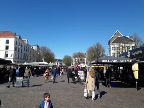 Drukte op zaterdagmarkt in Deventer, gemeente riep op: kom niet meer