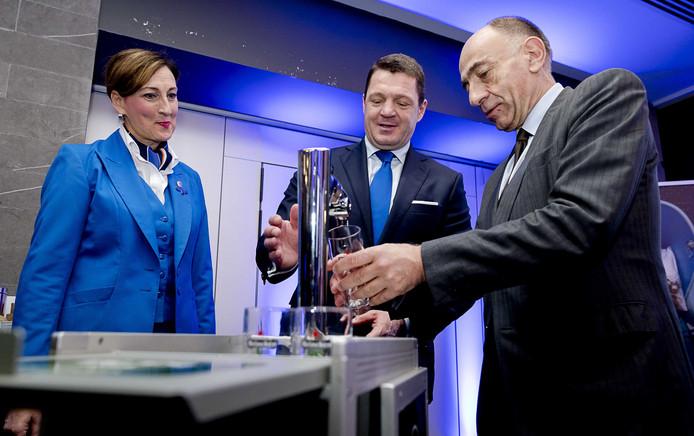 Pieter Elbers, CEO van KLM en Jean-Marc Janaillac, CEO van Air France KLM, voorafgaand aan de persconferentie van de jaarcijfers 2016 van Air France KLM.