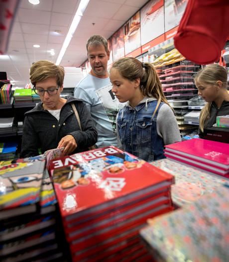 De scholen beginnen weer bijna: jaarlijkse run op schriften, kaftpapier en agenda's