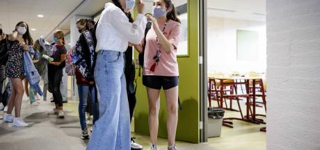 Dringend advies middelbare scholen: draag mondkapjes in gang en aula