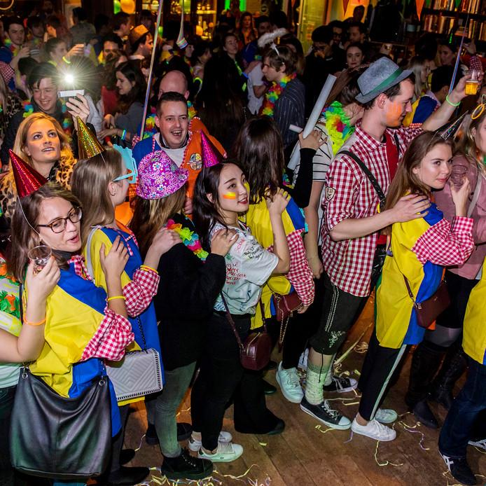 Spoedcursus carnaval voor buitenlandse studenten.