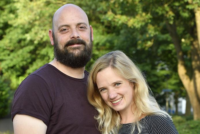 Bas en José Aalders zijn blij. Zij vonden nadat zij een oproep deden in een filmpje in DierenPark Amersfoort een huis dat voor hun kinderen kan worden aangepast.