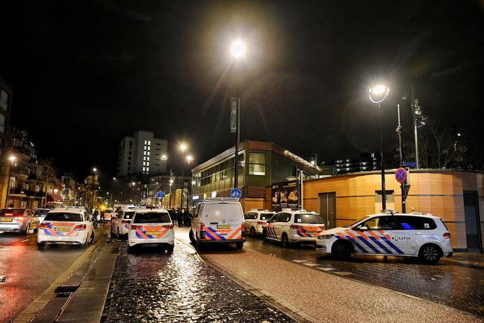 Er kwamen in totaal vijftien politiewagens naar het Piusplein.